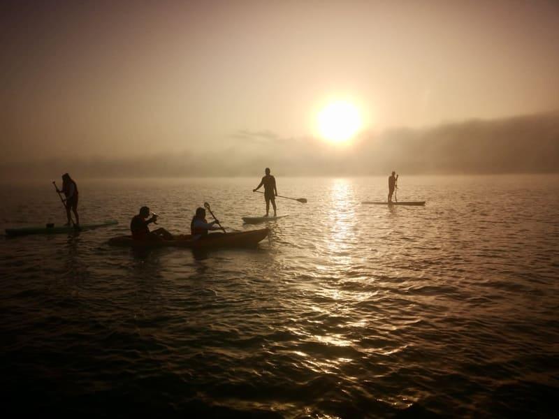 Viaje en grupo a México 12 días Diciembre • amanecer bacalar kayak paddle