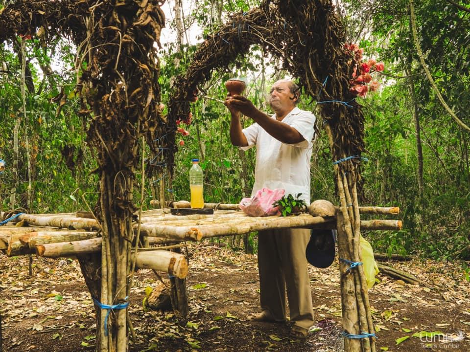 Viaje en grupo a México 12 días Diciembre • ceremonia maya